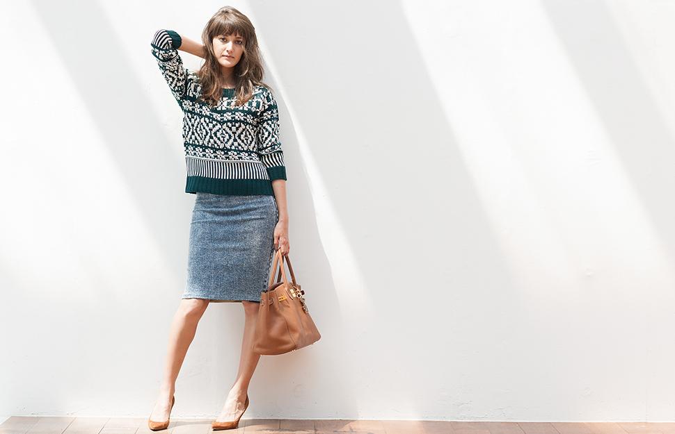 タイトなデニムスカートでおしゃれなコーデを実現させましょうのサムネイル画像