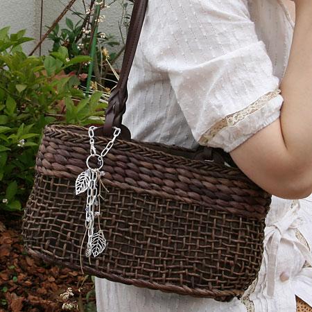 自分で作れます。ハンドメイドの可愛いバッグチャームの作り方のサムネイル画像