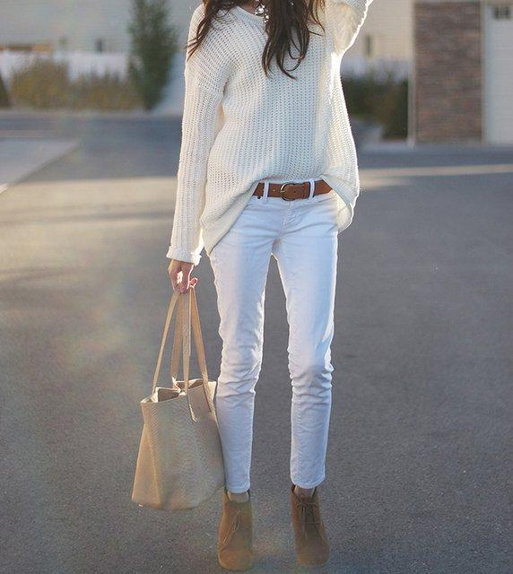 白いデニムの上品で綺麗なおしゃれな着こなし方が知りたい!のサムネイル画像