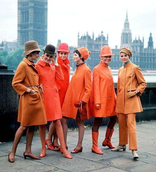 【オレンジ色のコート】寒い冬には元気なカラーのコートがおすすめっのサムネイル画像