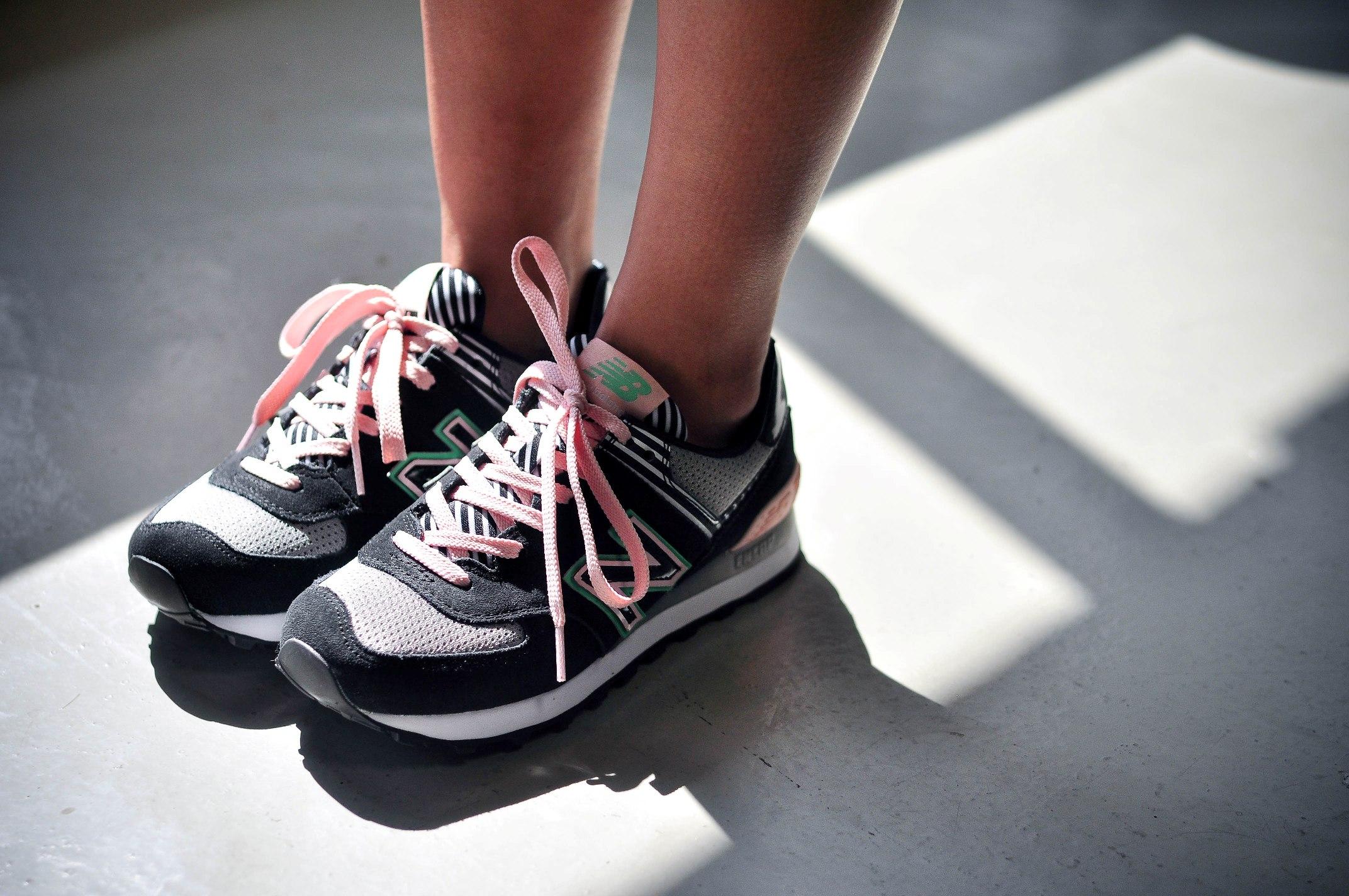 ニューバランスのスニーカー。この夏おしゃれに履くコツ、伝授しますのサムネイル画像