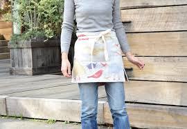 エプロンを付けてお料理上手に見られよう。女性のエプロンを大特集。のサムネイル画像