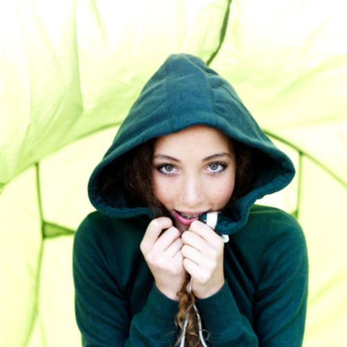 ちょっと珍しいグリーンパーカーで新たなおしゃれを開拓しちゃおう!のサムネイル画像