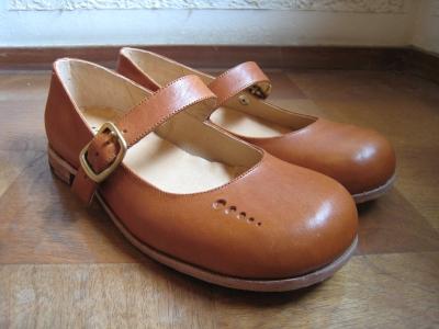 おしゃれな茶色の革靴は、ビジネスにもおしゃれ着にもぴったり!のサムネイル画像