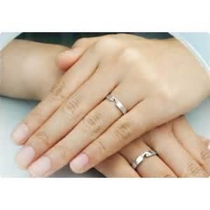 カップルでペアリング選び。記念日になる素敵な指輪を選びましょう!のサムネイル画像