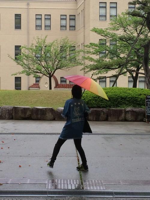 雨の日が楽しくなる!女の子らしさが詰まった可愛らしい傘特集のサムネイル画像