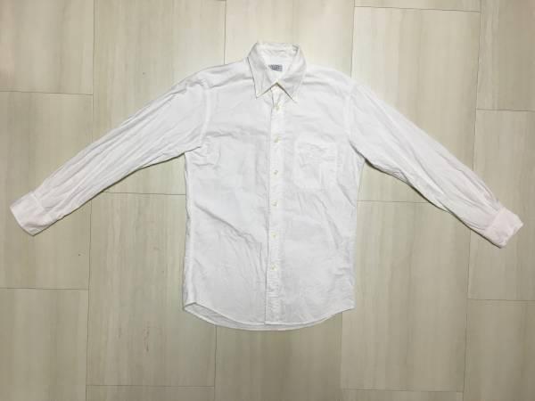 ユニクロの白シャツが着まわし自在!コスパも優秀な白シャツコーデのサムネイル画像