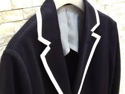 紺色のジャケットを着こなして大人で上品なコーディネート作りのサムネイル画像