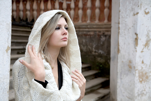 白のニットワンピでおしゃれ女子になろう!注目のコーディネート!のサムネイル画像