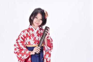 卒業式にはやっぱり袴が着たい!紫を使った女袴のコーデ画像集のサムネイル画像