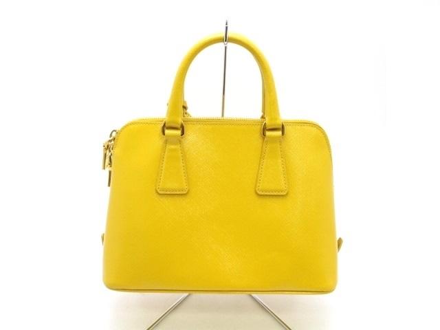 【黄色いバッグ】がアクセント!大人の差し色コーデ大集合!のサムネイル画像
