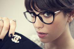 いつものコーデに眼鏡をプラスして、こなれ感のあるスタイルに!のサムネイル画像