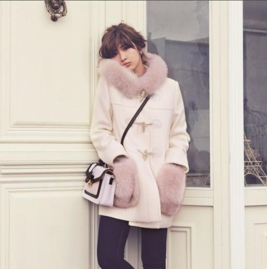 今年の冬もやっぱり欲しい!!暖かくて可愛い袖ファーつきコートのサムネイル画像
