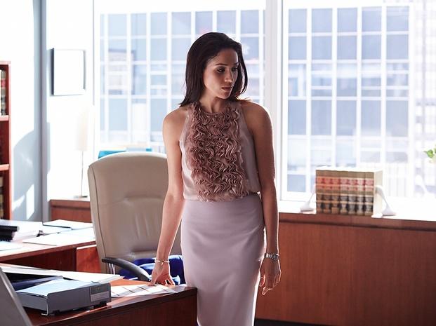 おしゃれなOLなら絶対履きたい!ビジネスに使えるスカート特集!のサムネイル画像