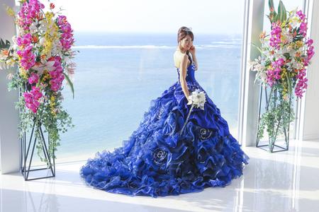 【青のカラードレス】カッコよくも可愛くもなれる魔法のドレスのサムネイル画像