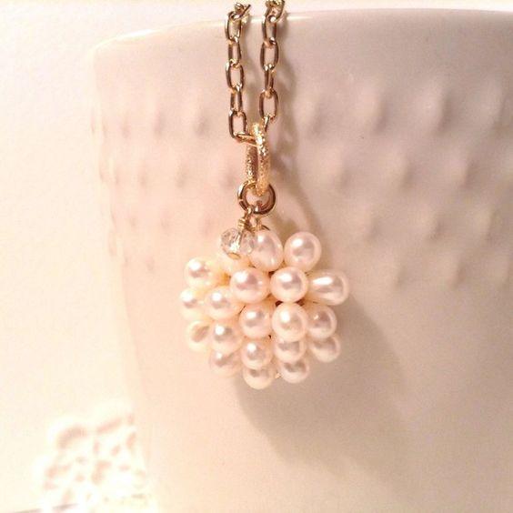 真珠のペンダントは上品で存在感のあるアクセサリーだからおすすめのサムネイル画像