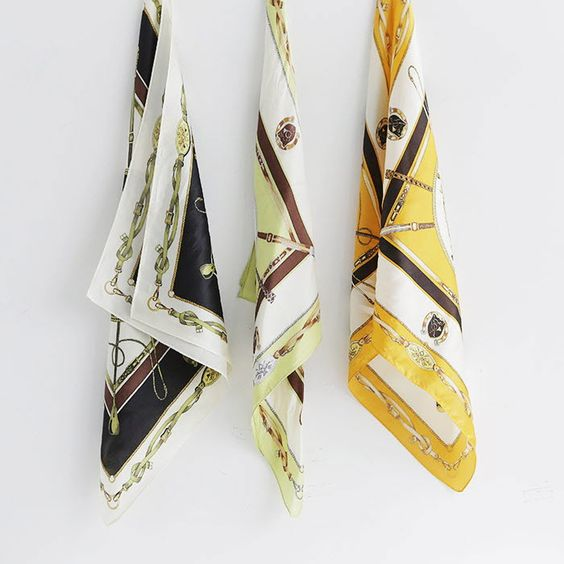 大判スカーフはアレンジ自由!おしゃれに見えるテクニック大公開のサムネイル画像