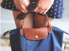 上品カジュアルには!ネイビーのロンシャンバッグがおすすめ☆のサムネイル画像