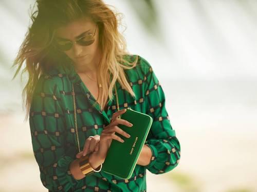 グリーンで大人っぽく差をつける!おすすめの長財布をご紹介しますのサムネイル画像