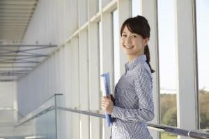 季節ごとにチェック!大人かっこいい女性を魅せてくれる通勤服特集!のサムネイル画像