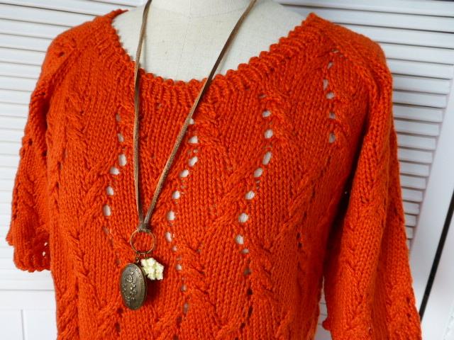 大胆カラー【オレンジニット】はこう着る!おしゃれコーデをご紹介。のサムネイル画像