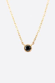 ブラックダイヤのネックレスが美しさを引き立てる!輝きたい方必見!のサムネイル画像