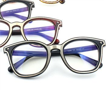 人気ブランドのメガネで個性を発揮!あなたらしさを表すメガネのサムネイル画像