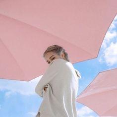 おすすめは軽量型!晴雨兼用折りたたみ傘で目指せ、気の利くいい女のサムネイル画像