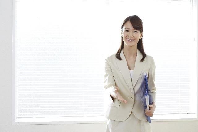 働く女性の夏はビジネスカジュアルで乗り切ろう!おすすめコーデ集!のサムネイル画像