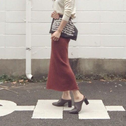 履くだけでオンナ度アップ!リブタイトスカートを着こなそうのサムネイル画像