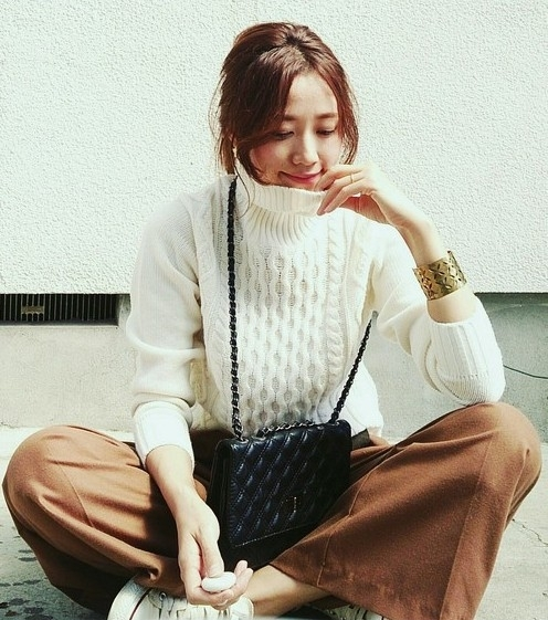 秋冬にも着たい白ニット♡透けない&相性バツグンのインナーって?のサムネイル画像