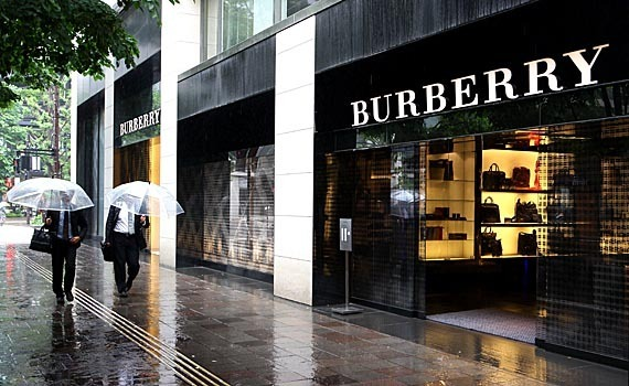 【BURBBERY】バーバリー ×パーカー年中必須アイテムで差をつけるのサムネイル画像