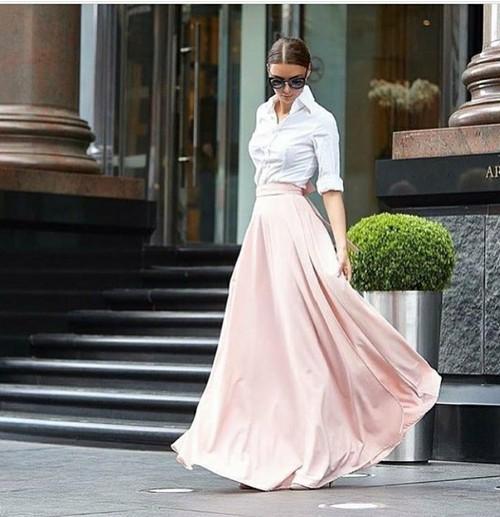 今マストバイは「ロングスカート」♡オトナ女子のユニクロ着こなし術のサムネイル画像