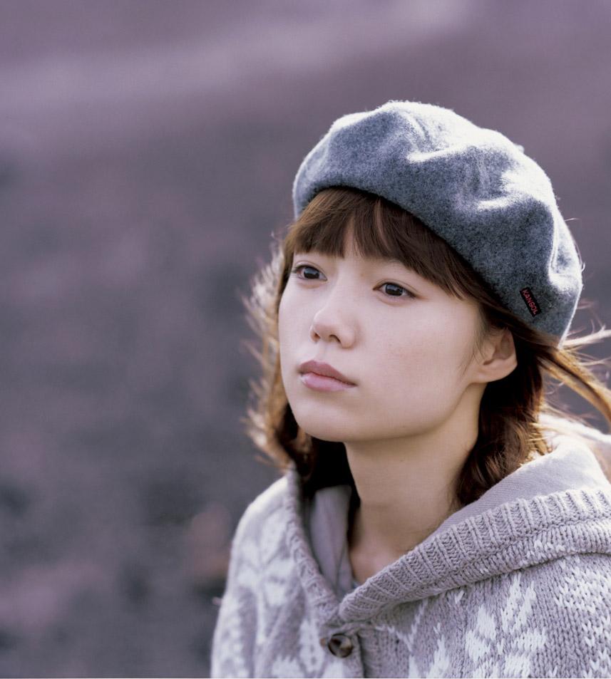 激安でもおしゃれに!ベレー帽で作る秋冬のレディースコーデ♡のサムネイル画像