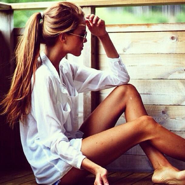 万能すぎる白ブラウス♡インナーに優秀な白ブラウス着こなしコーデ♡のサムネイル画像