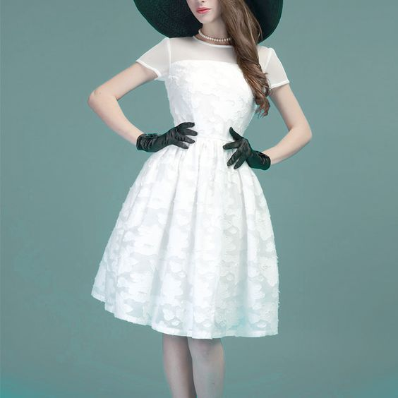 40代必見!大人の魅力で着こなすパーティードレスの着こなしと選び方のサムネイル画像