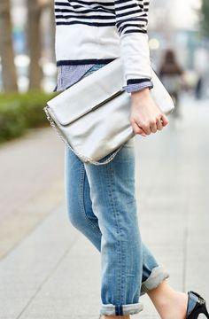 結婚式にも普段使いにも!シルバーのクラッチバッグが持ちたい!のサムネイル画像