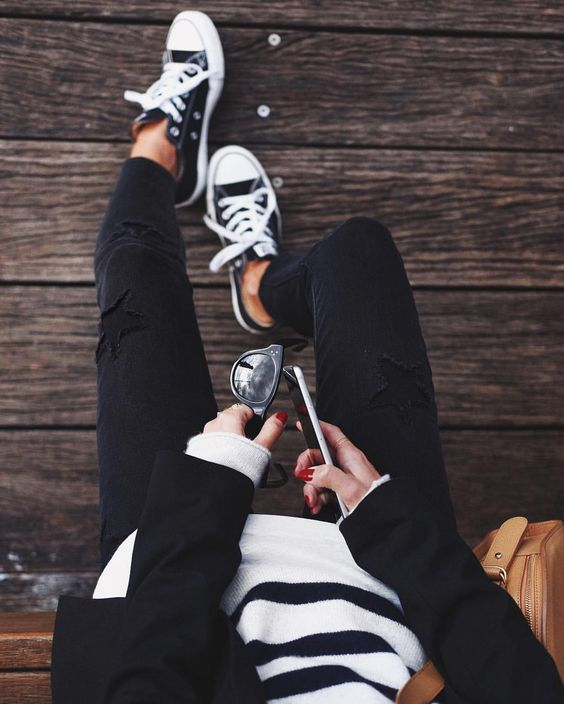 【カッコ可愛い♡】おしゃれ大人女子の黒スニーカーコーデ術♡のサムネイル画像