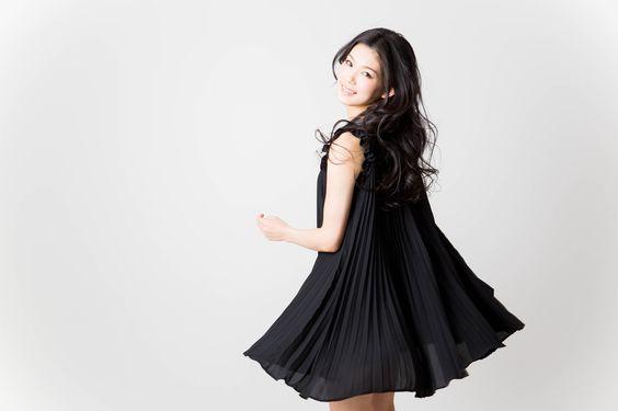 シックなカラーで大人らしさアップ♡ブラックドレスの魅力をご紹介!のサムネイル画像