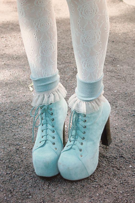 女の子らしさが盛りだくさん!人気のブーツで可愛く決めちゃおう!のサムネイル画像