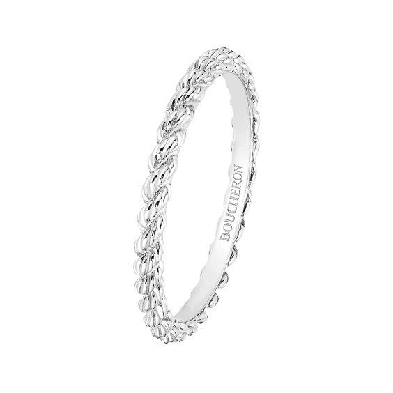 恋人へのプレゼントに♪ステキなホワイトゴールドの指輪をご紹介!のサムネイル画像