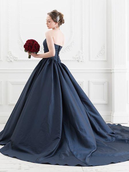 結婚式にニューウェーブ?妖しく美しい黒のウェディングドレスとはのサムネイル画像