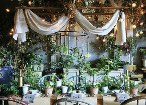 披露宴とはまた違う!結婚式二次会の衣装マナーについてご紹介♡のサムネイル画像