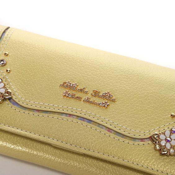 目指せ金運アップ!【黄色の長財布】をチョイスしてみよう!のサムネイル画像