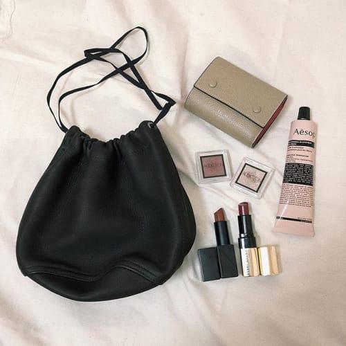 いい女のバッグは小さい?トレンドの【ミニバッグ】で身ガールに♡のサムネイル画像
