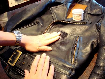 【永久保存版】簡単!すぐできる!革ジャンの手入れ方法を紹介!のサムネイル画像