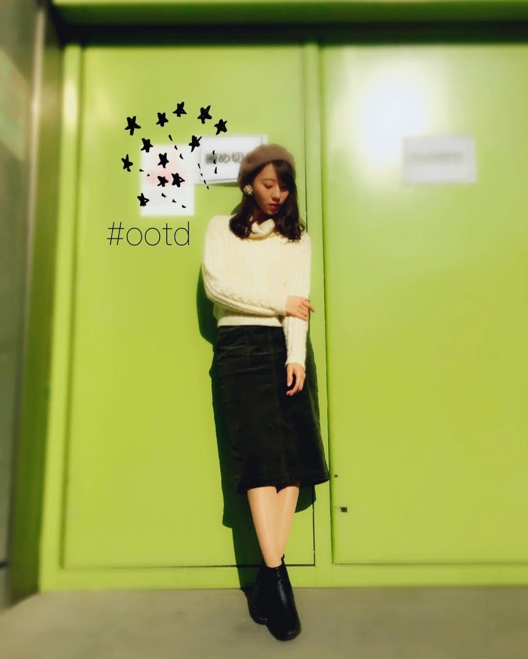 定番の黒タイトスカートを可愛く着こなす!秋冬のお勧めコーデのサムネイル画像