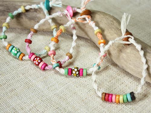 コツさえつかめば簡単!可愛いブレスレットの編み方レシピ集のサムネイル画像