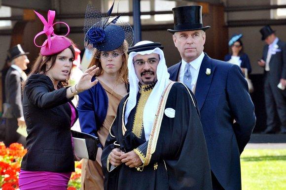 内側から溢れる輝きを引き立てる、海外王室女性のドレスをご紹介!のサムネイル画像