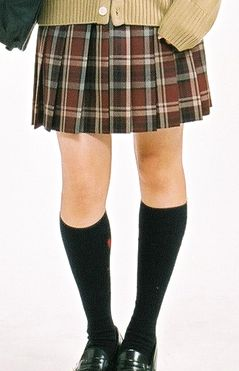 今時JKは制服をこう着る!かわいい制服スカートの履き方・選び方!のサムネイル画像